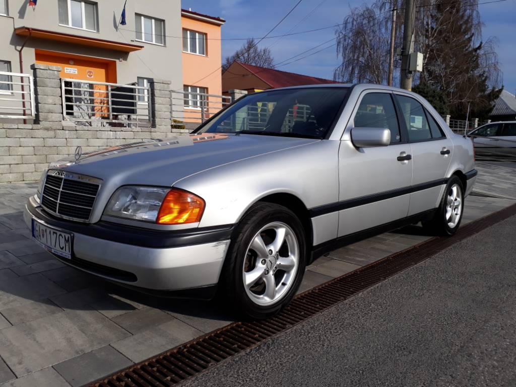 Mercedes-Benz C trieda Sedan 180