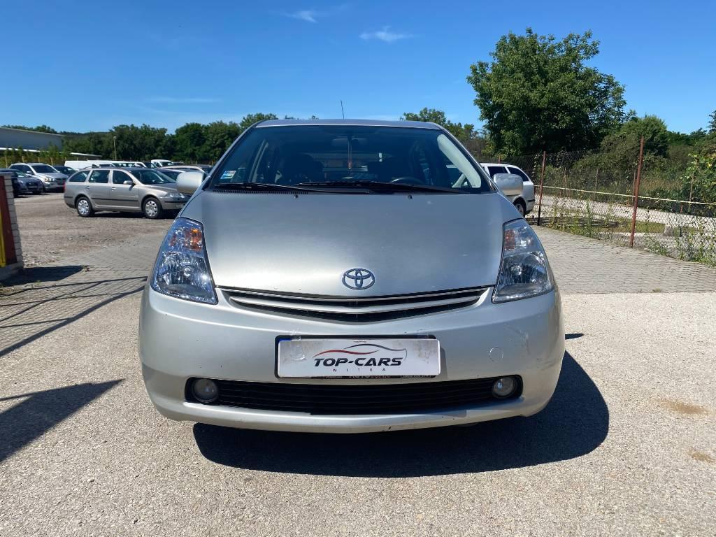 Toyota Prius 1.5 VVT-i Hybrid CVT 1